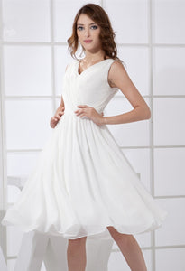 Incomparable A-line/Princess Sleeveless Pleated Knee-length Chiffon Bridesmaid Dresses