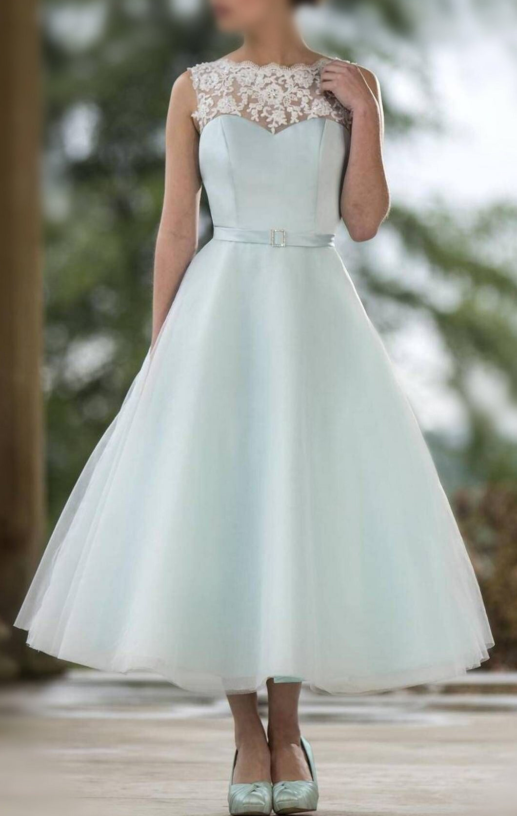 A-line/Princess Sleeveless Lace Appliques Tea-length Tulle Bridesmaid Dresses