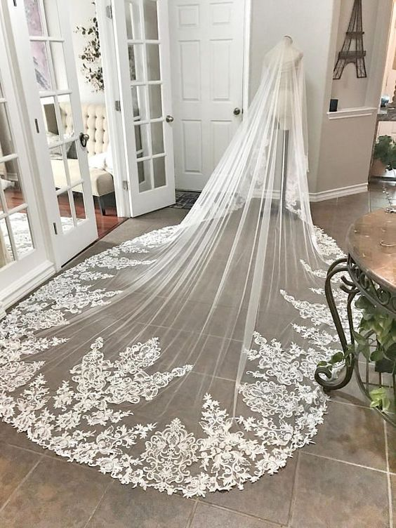 Long Bridal Wedding Veils with Lace Applique