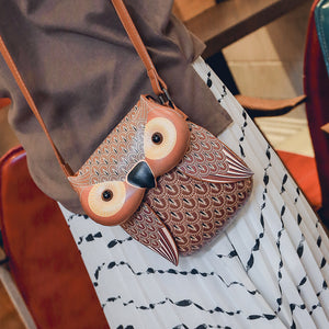 Owl shaped crossbody bag with adjustable strap