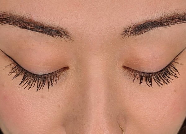 Dejavu Keep Style Mascara on lashes