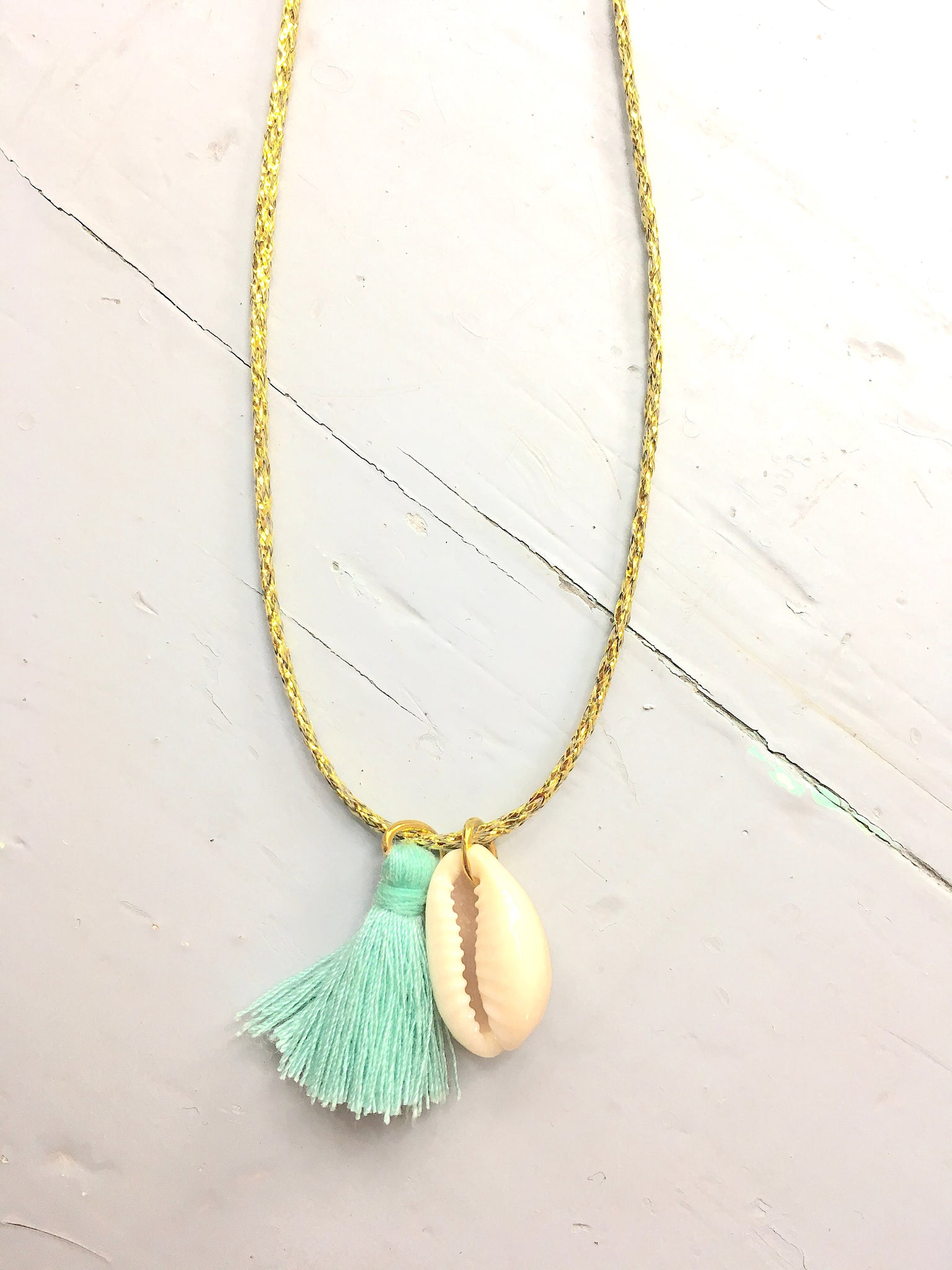 Collier coquillage et Pompon