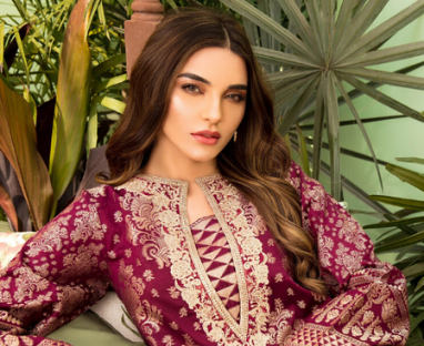 Ready To Wear Silk & Jacquard Suit | SUMMER LAWN COLLECTION 2020 | LIMELIGHT.PK