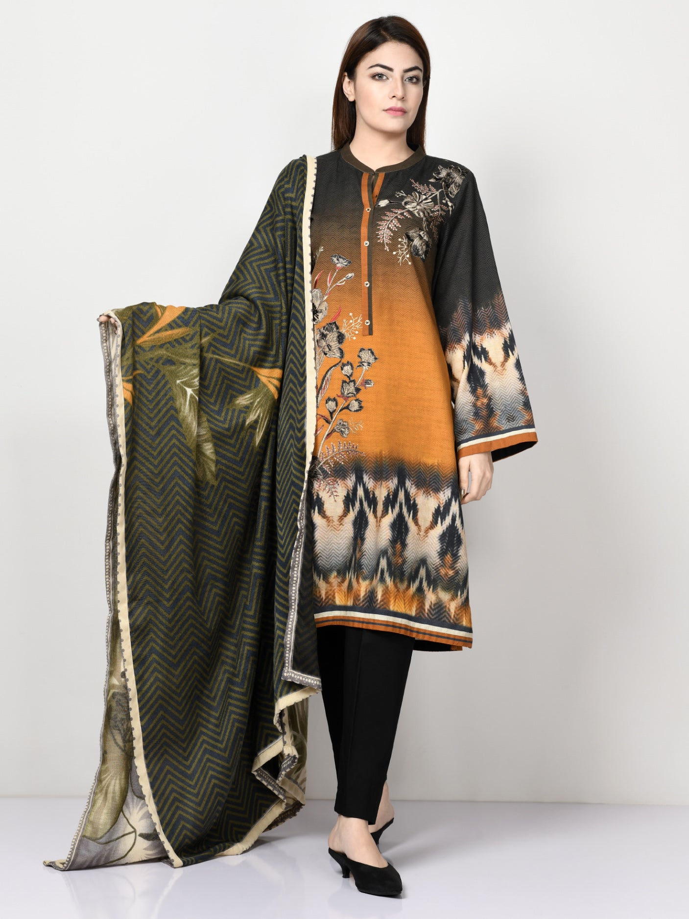 Limelight Online Studded Cape SWT90-FRE-BLK
