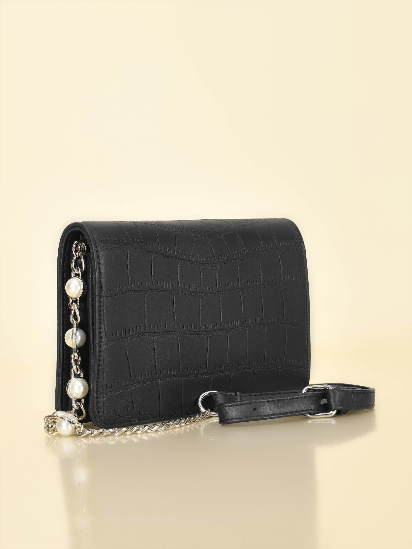 Pearl Strap Cross Bodybag
