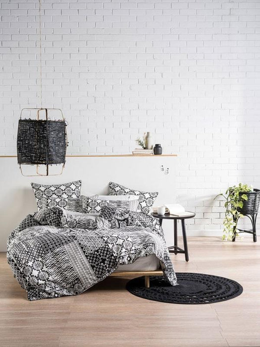 Linen House Tyla Black / White Quilt Cover Set