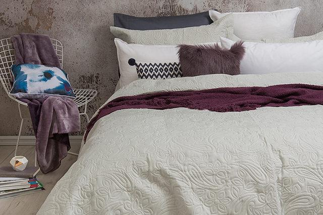 Bambury Paisley Embossed Coverlet Set - Queen/King