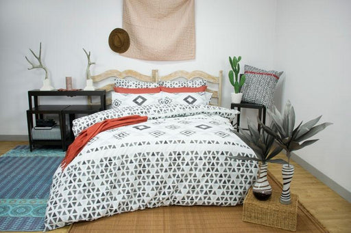 Apartmento Imala Black / White Quilt Cover Set