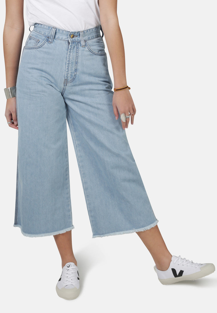 Organic Wide Fit Skate Cropped Jeans in Light Wash