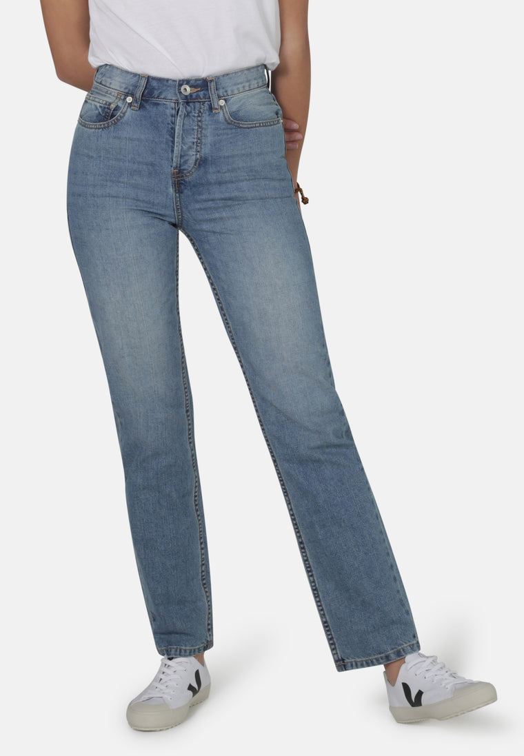 LIBBY // Organic Straight Leg Slim Fit Jeans in Light Wash