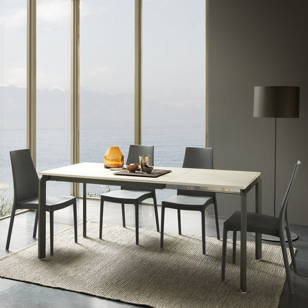 Arc - expanding dining table - Spaceman HK