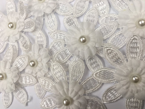 10 x White lace pearl petal flowers Sew on, Stick on motif applique