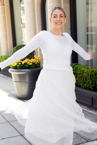 Bridal sweater in white tight fitting with long sleeves