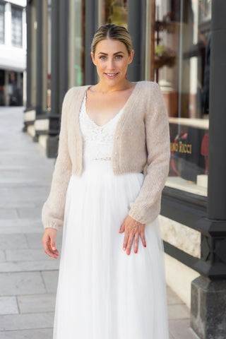 Jacket knitted for brides in powder with soft wool