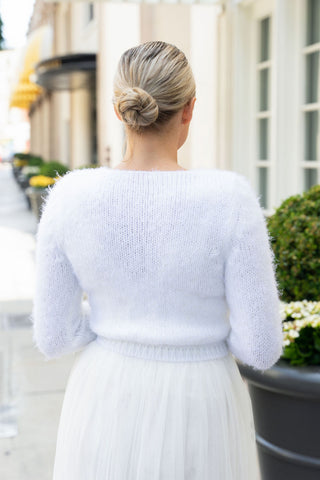 Cozy and comfortable bridal jacket for weddings in autumn and winter