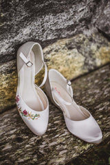 Bridal shoes printed with flowers