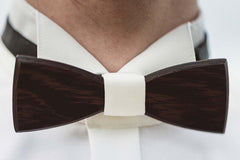 Wooden accessory for the groom