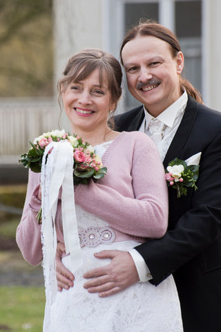 Bridal jacket knitted in dusky pink