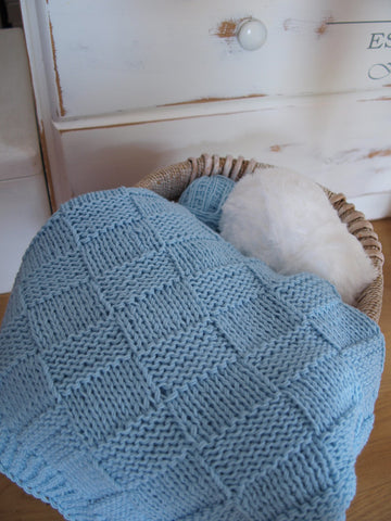 Baby blanket knitted from Merino as a birth present