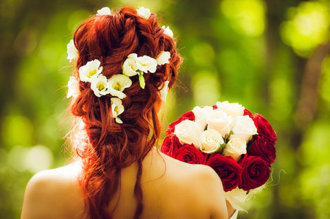 Flowers as jewelry for the bride