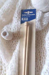 Knitting with a bamboo knitting needle 8 mm