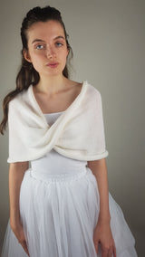 Knitted loop made of soft merino ivory
