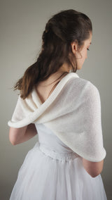 Knitted scarf made of soft merino ivory