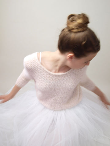 Bridal sweater knitted in the lace pattern by Beemohr