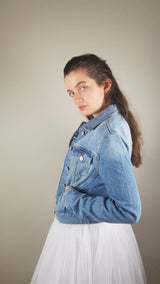 Denim jacket in light blue printed with a bride in a cabriolet or her wish - motif