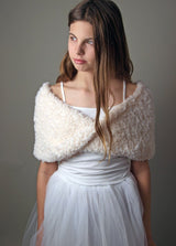 Bridal loop for your wedding knitted in a fur look cream