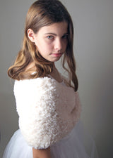 Knitted loop for your wedding in a cream fur look