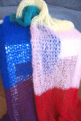 Pride Fashion knitted a scarf in the rainbow colors