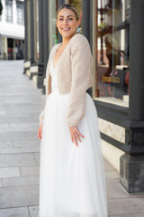 DIY wedding with a hand-knitted bridal jacket