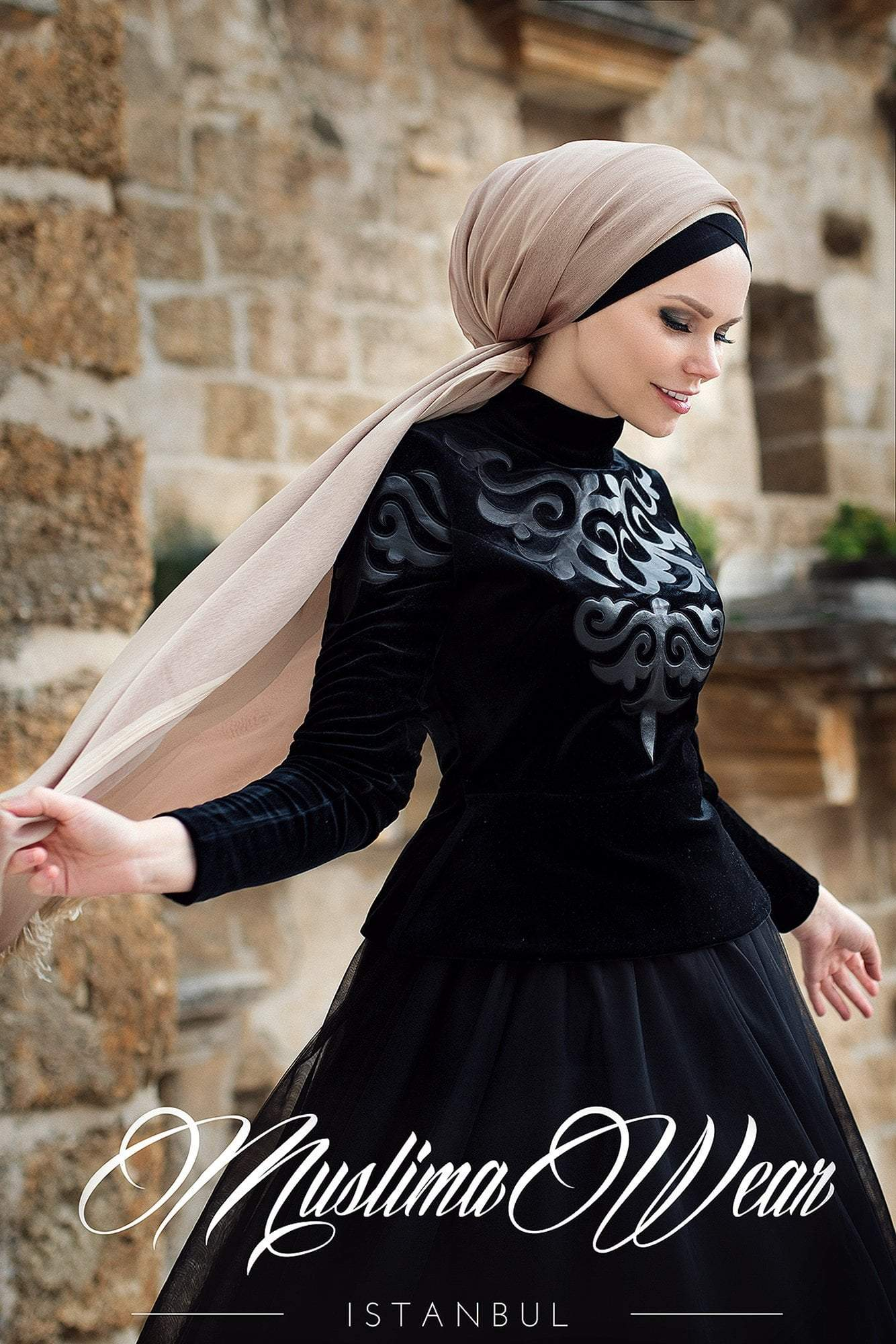 Black Crown Blouse - Muslima Wear