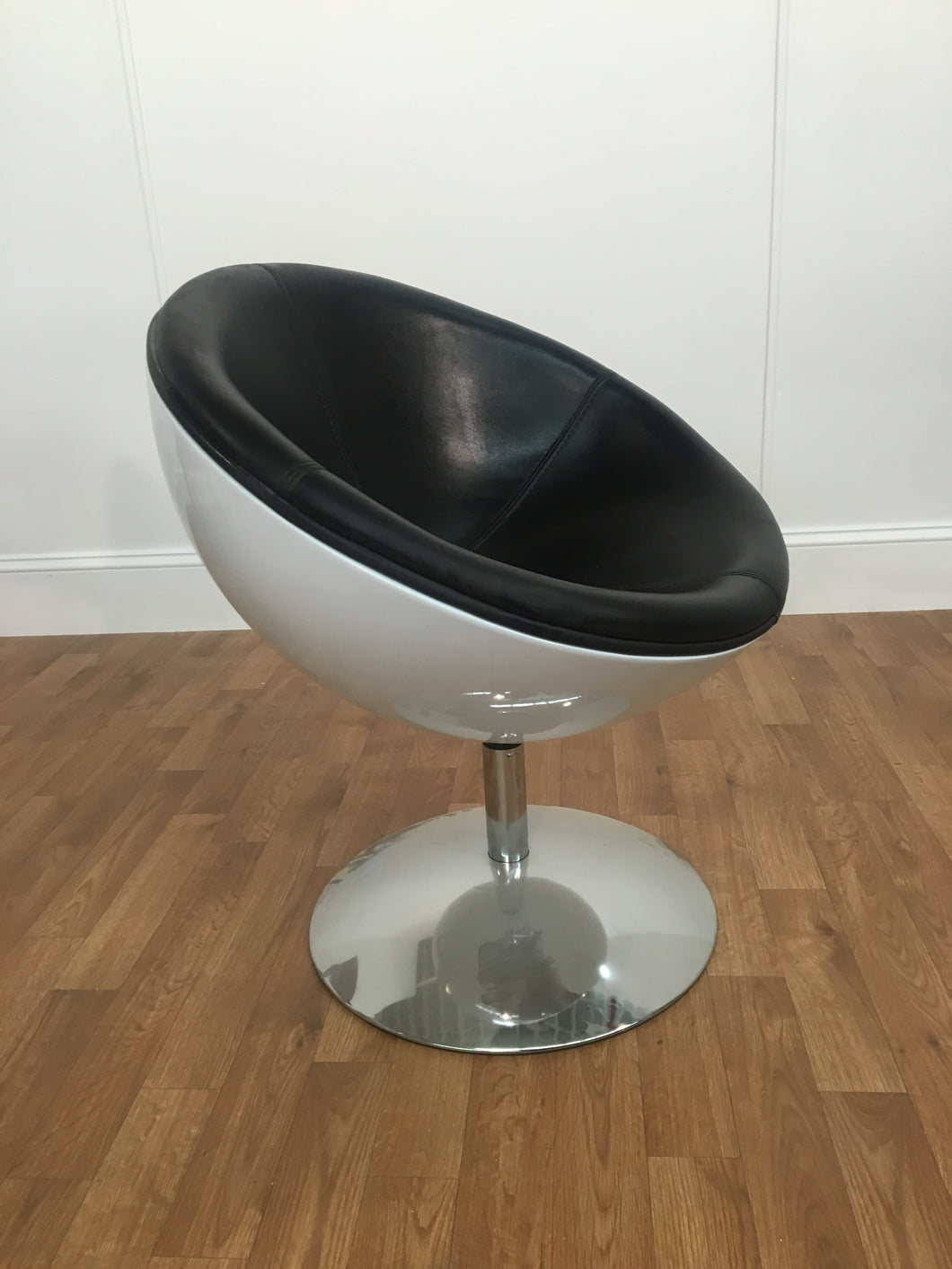 MOON SHAPED SWIVEL SPACE CHAIR