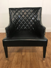 BLACK LEATHER PLEATED CHAIR