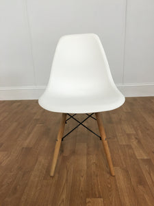 WHITE PLASTIC CHAIR, WOODEN LEGS