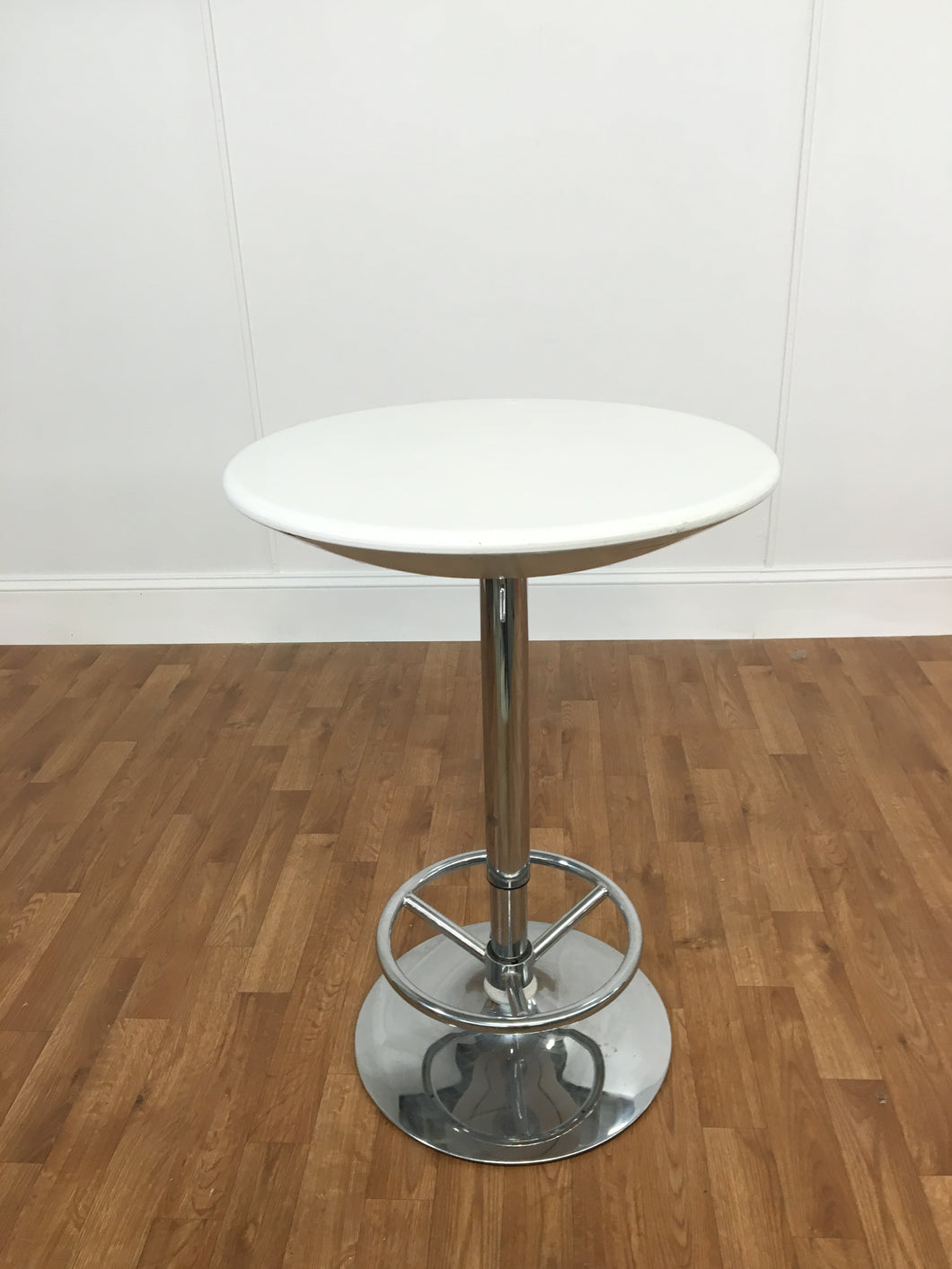 TALL WHITE PLASTIC ADJUSTABLE PARLOR TABLE