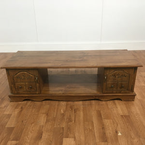 VINTAGE ORNATE WOOD TV TABLE