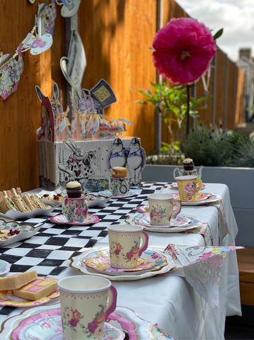 Alice In Wonderland garden party - {{ shop.name }}