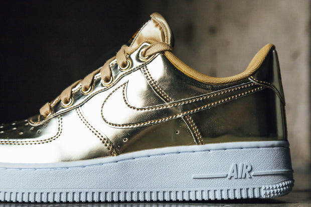 WMNS Air Force 1 SP 'Gold'