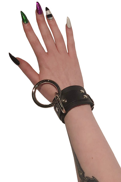 Bondage Ring Bracelet w/ Buckle [Black Leather]