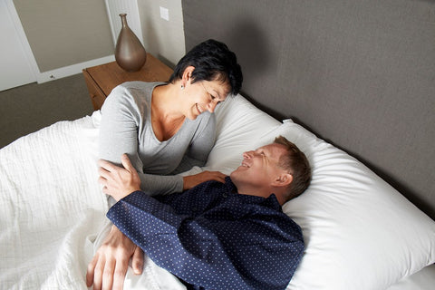 anti-snore Patney pillow happy couple