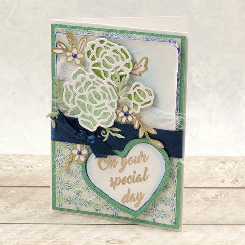 Couture Creations - Mini Stamp - Le Petit Jardin - Traditional Bloom  (1pc)