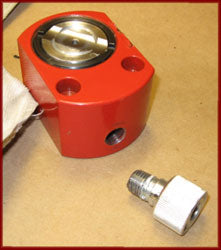 Hydraulic ram with fitting removed