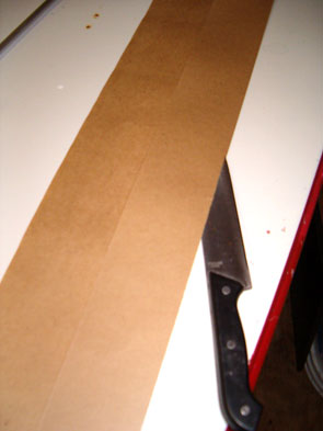 Cutting Kraft Paper to be Rolled around an Aluminum Rod