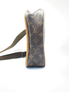 Louis Vuitton bosphore PM messenger bag - My Girlfriend's Wardrobe York Pa