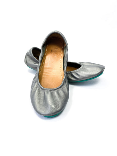 Tieks silver leather flats size 7 - My Girlfriend's Wardrobe York Pa