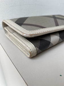Burberry CNDONHOUDON plaid wallet - My Girlfriend's Wardrobe York Pa