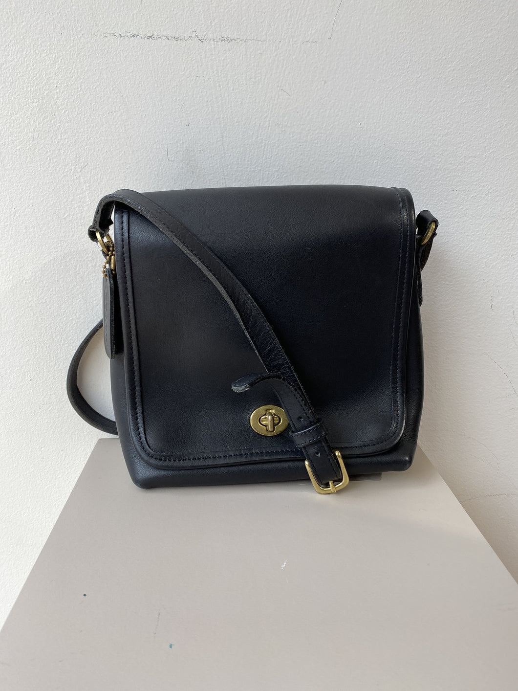 Coach black vintage leather crossbody 9076